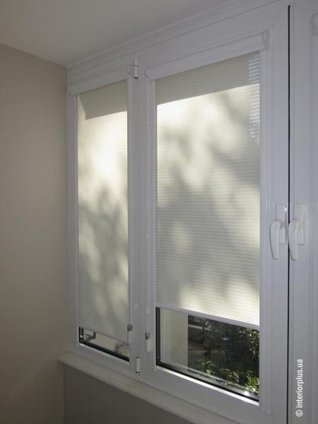 Рулонная штора в миникассете на окна